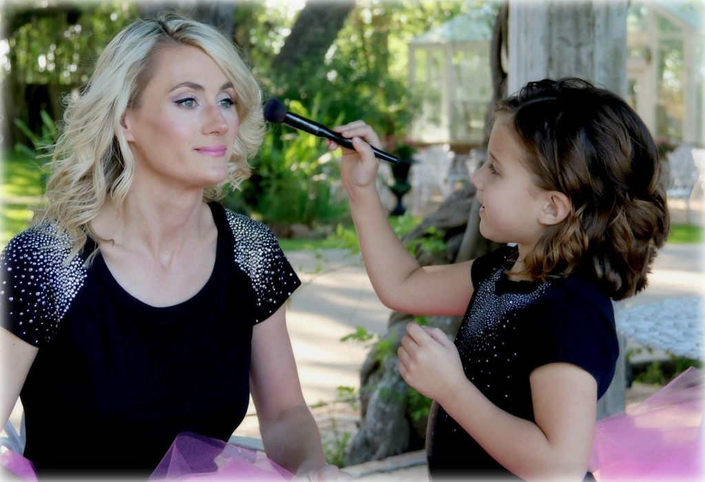 Allison Toepperwein and daughter make-up