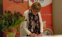 Mairead-McGuinness-signing